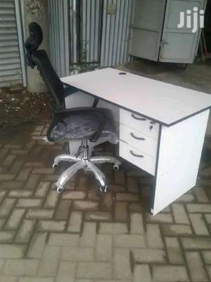 Headrest high back office chair with a work desk white image 1