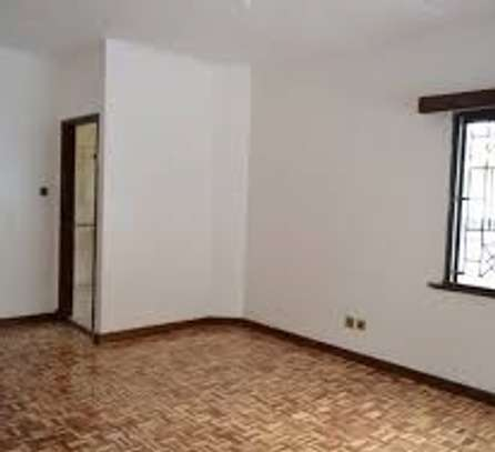 BEAUTIFUL 3BRM  & LARGE DSQ TOWNHOUSE WITH BRAND NEW FLOORS.