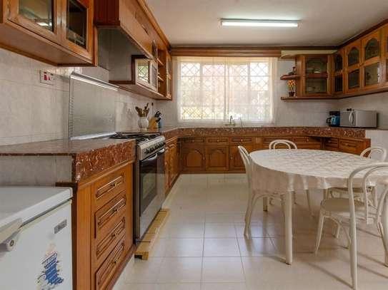 Runda - House image 4