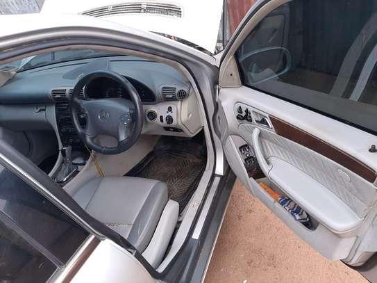 Mercedes Benz C200 image 5