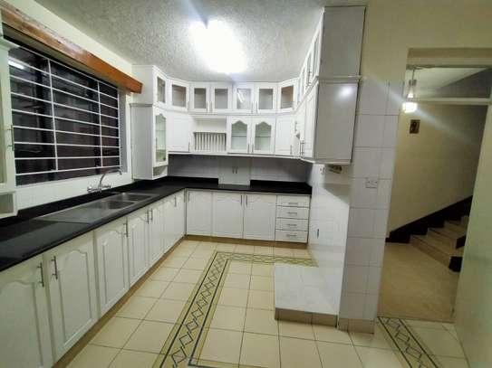 executive 4 bedroom maisonette plus sq to let south b image 2