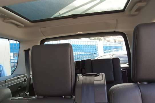 Land Rover Discovery 4 image 1