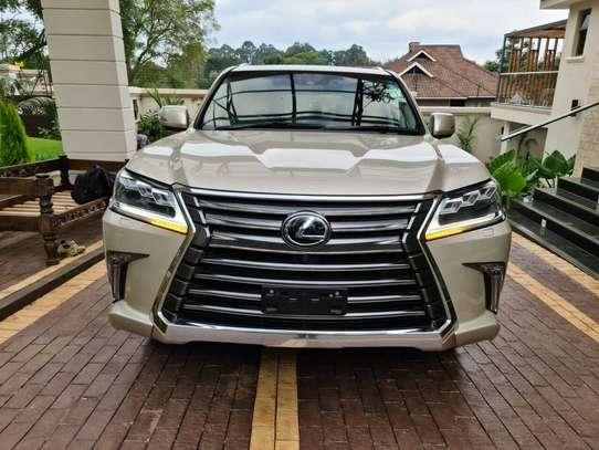 Lexus LX 570 image 1
