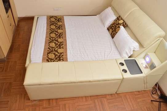 Palais Bed image 1