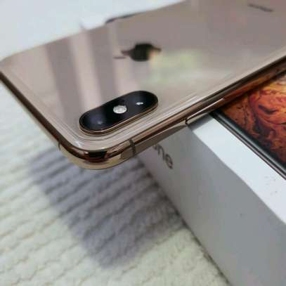 Apple Iphone xs Mint 512 Gigabytes Gold Model Under Warranty image 2