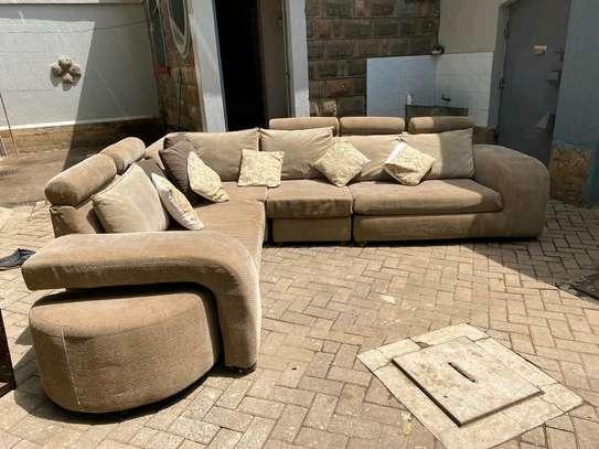 A 6 seater L seat sofa. image 2