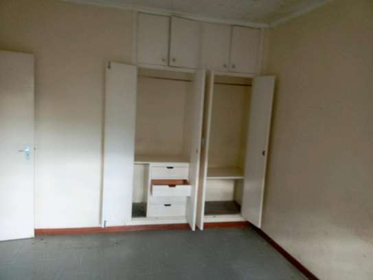3 bedroom plus sq to let image 5