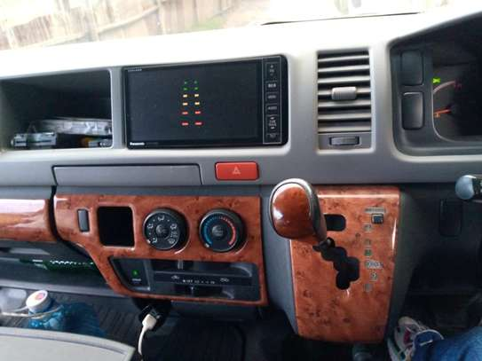 Toyota HiAce 2012 model image 2