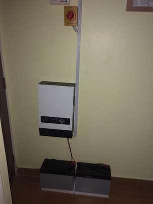 Roomny LS Hybrid inverter charger 1KW/ 24V image 4
