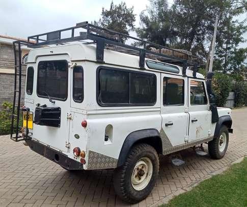 Land Rover Defender 110 image 5
