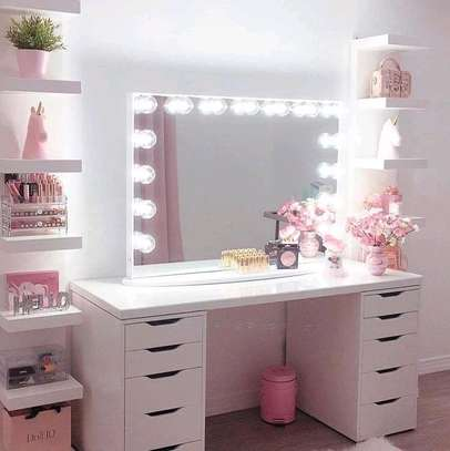 Dressing mirror table and mirror image 1
