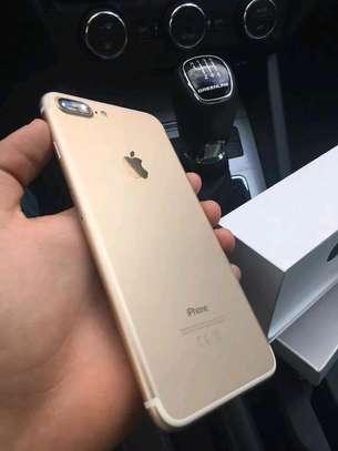 Apple Iphone 7 Plus Gold 256 Gigabytes Smartphone image 3