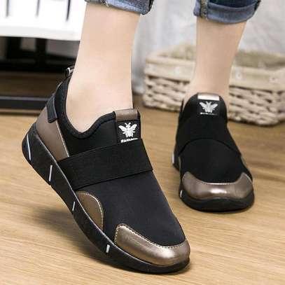 Ladies sneakers image 2