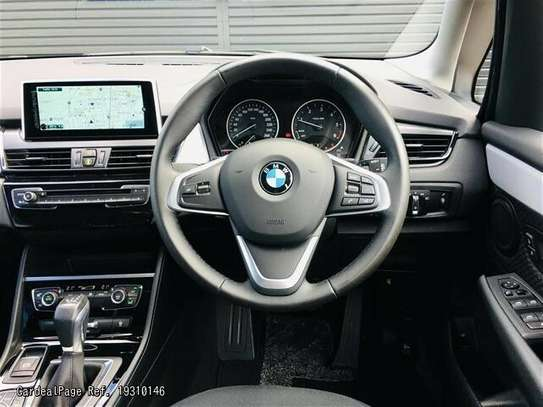 BMW 2 Series image 8