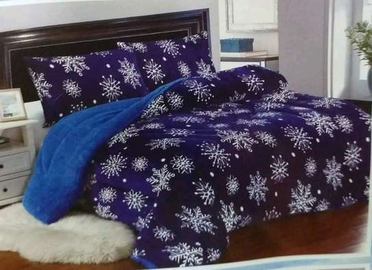 Woolen duvet with two pillow cases image 4