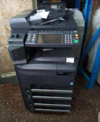 Kyocera km 2560 photocopier machine image 1