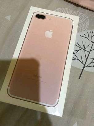 Apple Iphone 7 Plus Gold 256 Gigabytes image 3