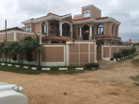 5br unfurnished House for rent in Nyali. HR21 image 1