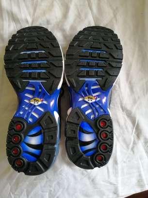 Unisex sneakers image 3