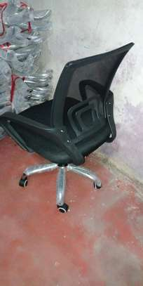 Height adjustable black swivel chair for home use image 1
