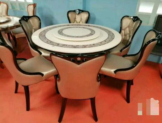 6-seater Round mable dining table