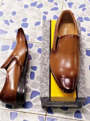Men's official shoes. image 3