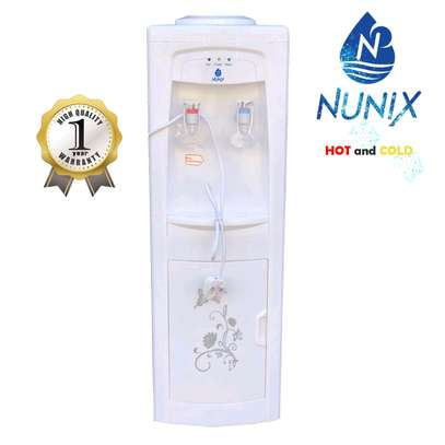 Hot and cold water dispenser/water dispenser