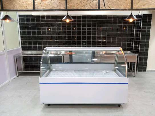 Meat display showcase chiller image 1