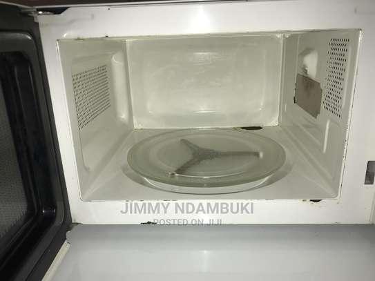 Microwave 20L image 1