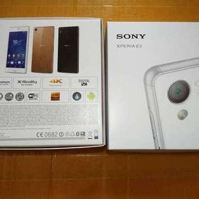 """New Sony Xperia Z3 3GB, 16GB 5.2"""" 4G LTE image 1"""