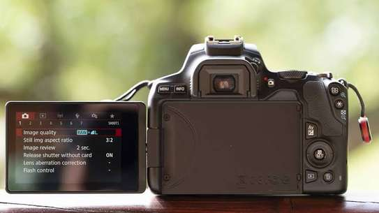Canon EOS 250D image 1
