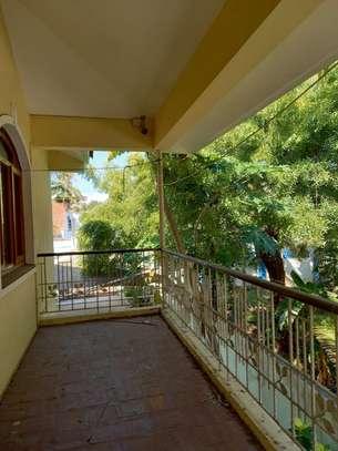 5 bedroom townhouse for rent in kizingo image 7