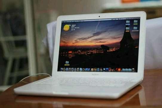 Apple MacBook Flashy White image 2