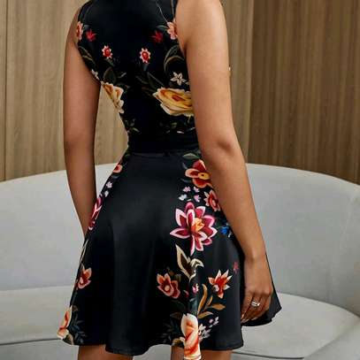 Buttoned Floral Dress image 3