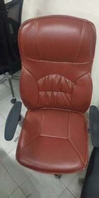 EXECUTIVE OFFICE CHAIRS image 3