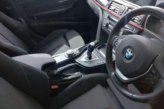 BMW 320i Automatic image 3
