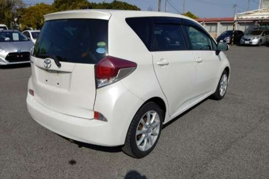 Toyota Ractis image 3