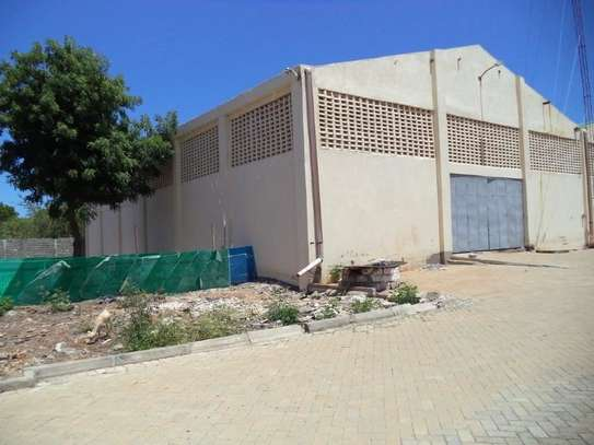 780 m² warehouse for rent in Kikambala image 5