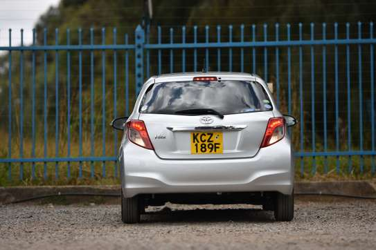 Toyota Vitz image 9