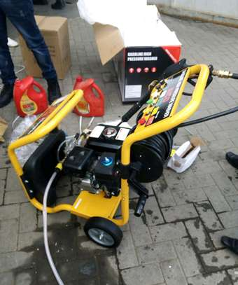 Brand new 3200psi petrol carwash machine. image 2