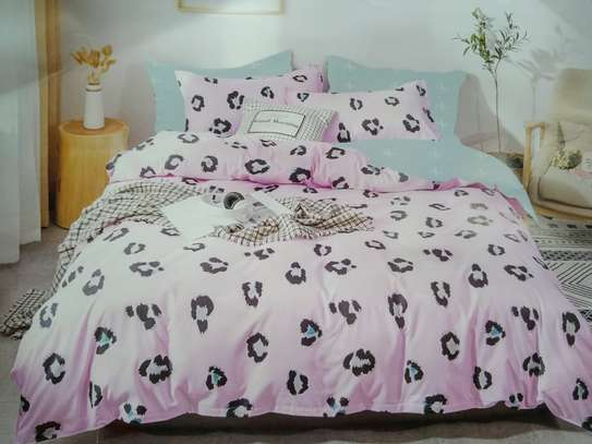 binded duvet with 1bedsheet and 2 pillow cases 6feet by 6 feet image 4