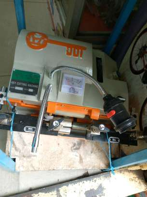 keys cutting machine image 1