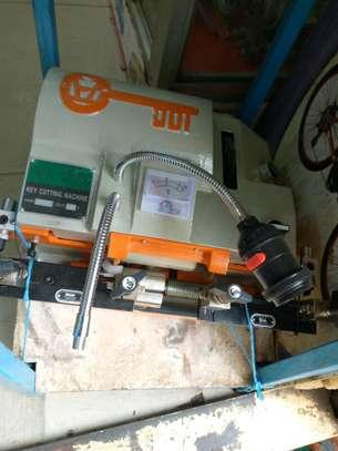keys cutting machine