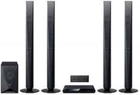 Brand New Sony  DZ950 DVD Hometheater system with 4tall boys