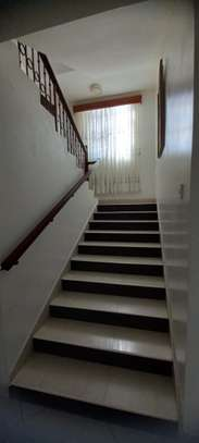 4br Furnished house with SQ for rent in Old Nyali. HR31 image 13