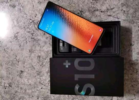 Samsung galaxy s10 plus 1 tb and gear fit pro