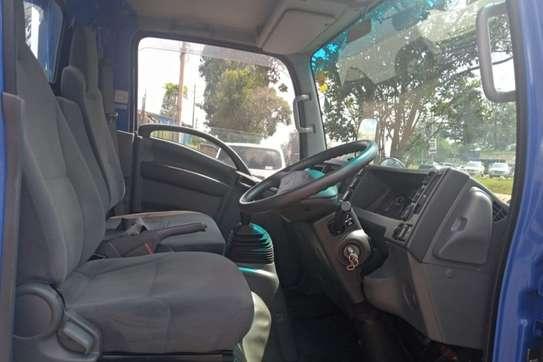 Isuzu ELF Truck image 1