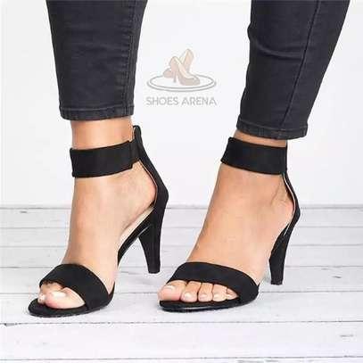 Low heel shoes image 3