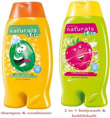 Avon Naturals Kids Shampoo & Conditioner 2-in-1 Body Wash & Bubble Bath – Swirling Strawberry
