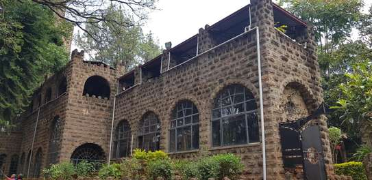 929 m² commercial property for rent in Lavington image 2